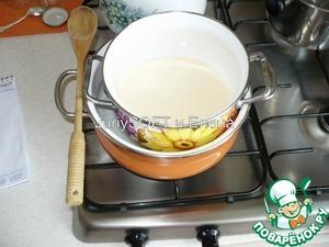 Взбитую смесь ставим на водяную баню, чтобы сварить заварной крем. Заварной крем у меня сварился примерно через 10-12 мин.