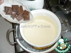 Примерно после 3-5 мин. варки, в яичную смесь необходимо добавить шоколад.