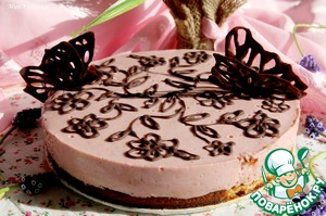 Затем украсить шоколадом (растопив его) и сделать бабочки шоколадные