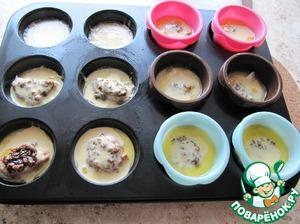 Залить яичной смесью форму для выпечки (не больше 1/2 высоты формы), выпекать в разогретой до 230 С духовке до румяной корочки от 10 до 15 минут (зависит от характеристик вашей духовки). Дверцу духовки НЕ открывать, иначе пудинги опадут! Можно выпечь пудинги без начинки, мясо обжарить, полить маринадом, закрыть фольгой до вызревания на время выпечки пудингов, подавать отдельно!) При выпечке пудинга с начинкой, на мой вкус, получается очень сочно! Подавать немедленно и кушать с пылу, с жару!