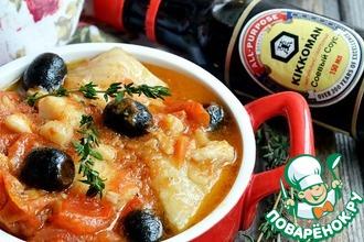 Рецепт: Палтус с томатами, маслинами и орегано