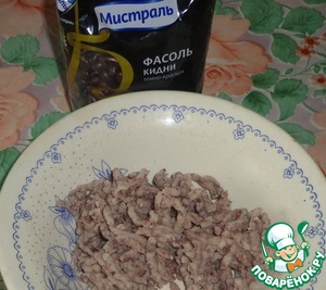 Замочить на ночь или на 4-5 часов фасоль.   Отварить фасоль до мягкости.   Пропустить через мясорубку.