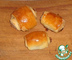 Spread rolls on cookie sheet, covered with baking paper. Grease egg yolk. Bake at 180-220 degrees for about 30 minutes until Golden color.  The rolls served to the table warm.   Enjoy your tea!