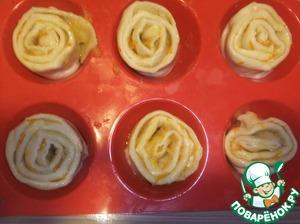 Помещаем булочки в форму для запекания. Оставляем до подъема.   Выпекаем при температуре 190С примерно 15 минут ( время приготовления зависит от духовки).