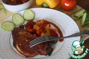 Противень смазать маслом и выложить маринованное мясо, накрыть фольгой. Поставить мясо в разогретую до 180 градусов духовку на 40 минут. Затем снять фольгу, смазать небольшим количеством оставшегося маринада и снова поставить в духовку уже не закрывая фольгой еще на 20-30 минут. Подавать с запеченными овощами или салатом из свежих овощей. Оставшийся маринад проварить до загустения и подавать к мясу. Приятного аппетита!