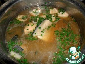 В суп добавить мелко нарезанные водоросли, влить мисо-пасту и добавить мелко нарезанный зеленый лук. Снять с огня. Подавать присыпав кунжутом. Приятного аппетита!