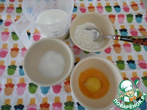 Начнём процесс с приготовления крема. Нам понадобится молоко, желтки, мука, крахмал, сахар, ваниль.