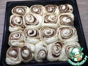 Утром булочки достаем из холодильника. Они хорошо подошли в холодильнике, но оставляем их еще чуть подойти в тепле на полчасика. После ставим в духовку