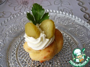The finished flower can Supplement any fillers top with a carved nozzle and pastry bag-as an example, I have cottage cheese, slices of pickled cucumber and a sprig of parsley