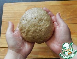 Вымешиваем тесто с маслом до тех пор, пока оно не станет гладким и однородным, оно будет мягкое и нежное. Тесто оставляем на расстойку на 2 часа. Незадолго до окончания времени духовку включаем на разогрев на 190 градусов.