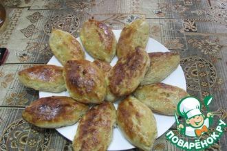 Рецепт: Закусочные пирожки с рыбой и солеными огурцами