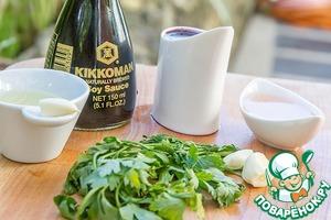 В это время в маленькую кастрюльку налить вино, соевый соус, винный уксус.