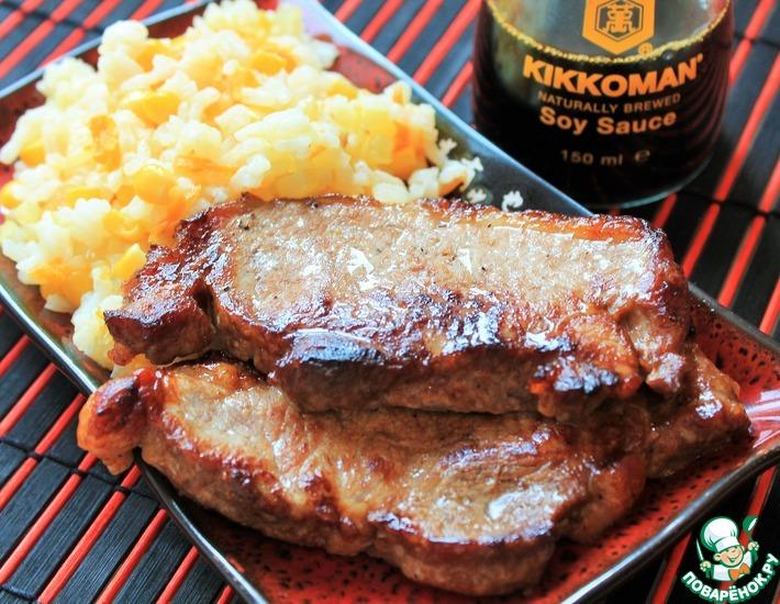 Рецепт: Сочная свинина и салат на гарнир