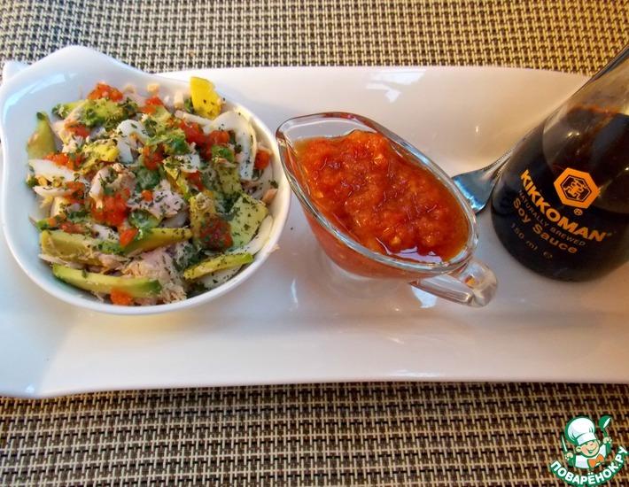 Рецепт: Рыбный салат с авокадо под томатно-соевым соусом