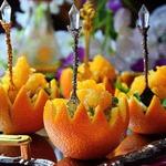 Пикантный салат в апельсиновых корзиночках