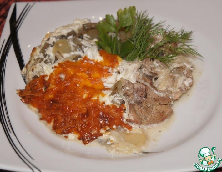 Рецепт: Свинина, запеченная с маринованными огурцами