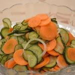 Маринованный салат из огурцов и моркови
