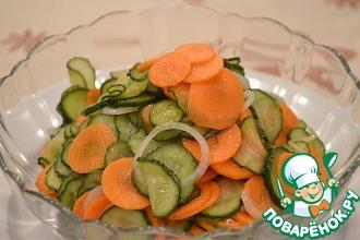 Рецепт: Маринованный салат из огурцов и моркови