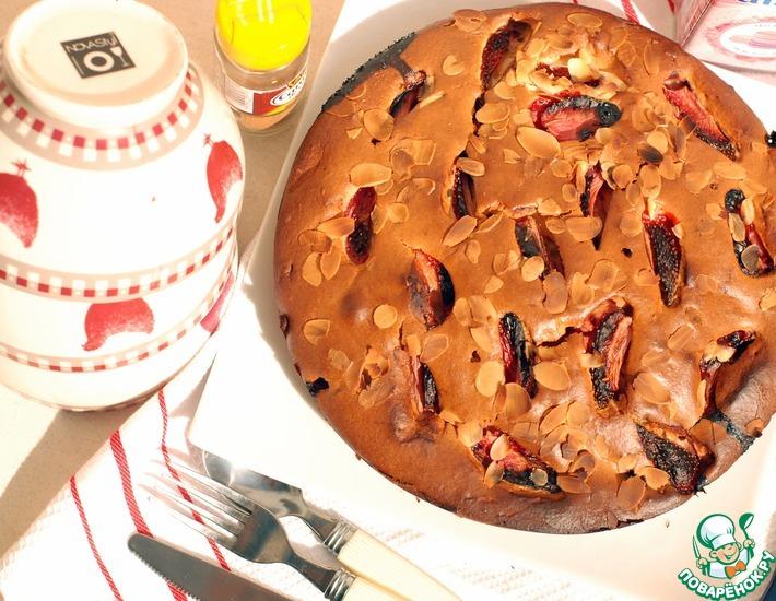 Рецепт: Пирог с клубникой и миндалем