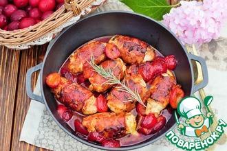 Рецепт: Куриные рулетики в беконе под сливовым соусом
