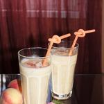 Персиково-рисовый смузи с кокосовой стружкой