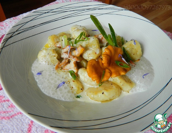 Рецепт: Картофельные ньокки с лисичками