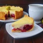 Пирог с творогом и сливой