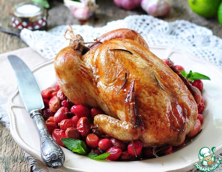 Рецепт: Запеченный цыпленок с кизилом, розмарином и чесноком