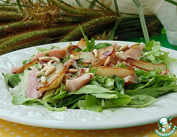 Рецепт: Салат с копченой курицей и грушей фламбе