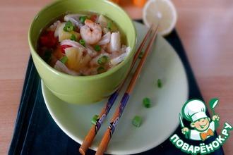 Рецепт: Суп с морским коктейлем и ананасом