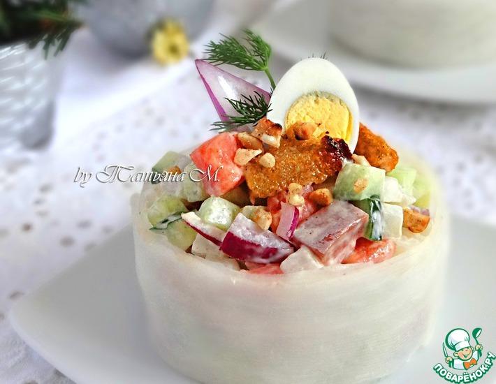 Рецепт: Овощной салат с копченой семгой