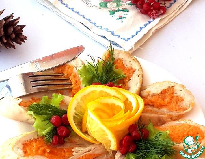 Рецепт: Куриный рулет с апельсиново-морковной начинкой