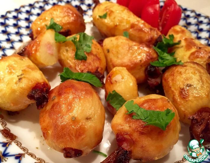 Рецепт: Запечённый картофель с беконом и чесноком