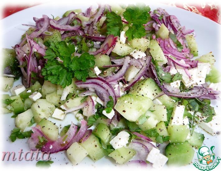 Рецепт: Огуречный салат с фетой и луком