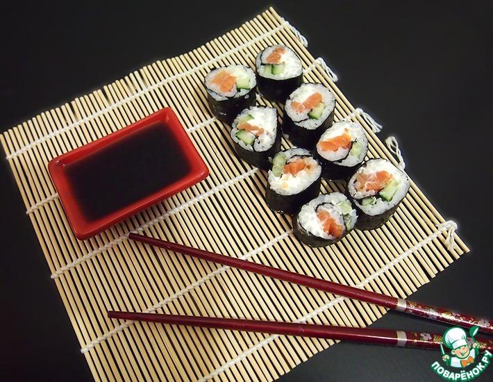 Рецепт: Роллы с лососем, сыром и огурцом