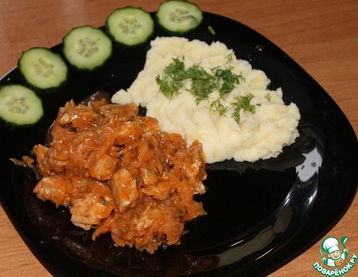 Рецепт: Бигус со свининой и картофельным пюре