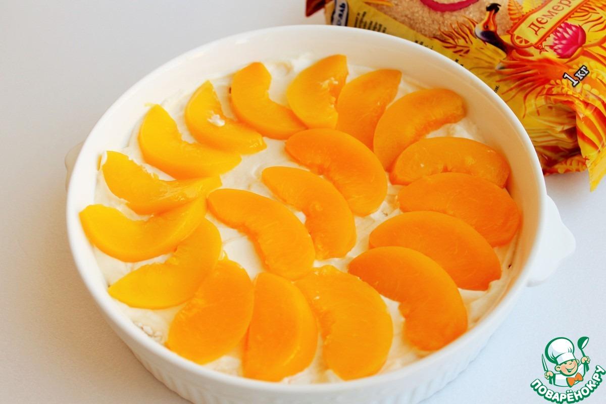 Слоеная меренга с персиками