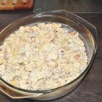 Салат с куриным филе, сухариками и ананасами