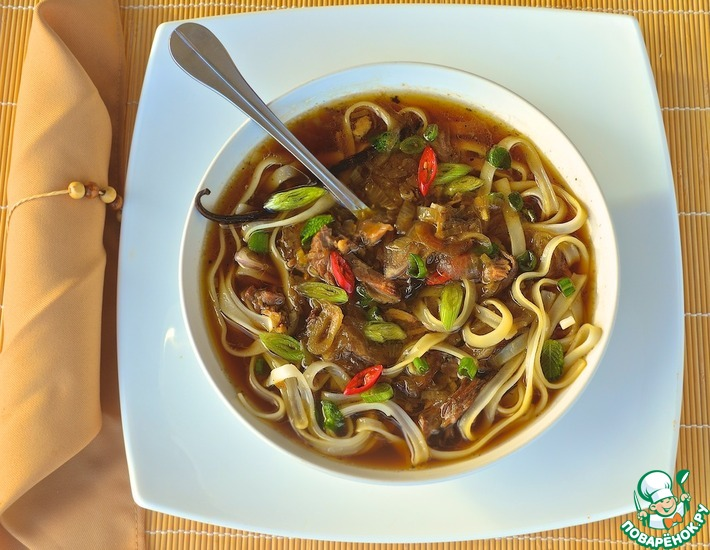 Рецепт: Ванильный бульон с уткой и рисовой лапшой