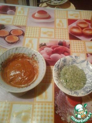 Замесить тесто из муки, двух яиц, одной столовой ложки воды и соли. Разделить его пополам, в одну половину добавить мелко нарезанную зелень, в другую паприку и, по желанию, красный жгучий перец.