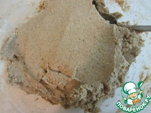 To mix until obtaining a homogeneous mass. How to knead wheat dough - no need: rye flour has no gluten to develop and the kneading nothing. The dough is obtained as a putty - like plasticine or clay.