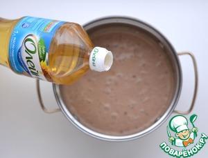 В конце ввести рафинированное масло «ОЛЕЙНА». Перемешать.   Выпечь шоколадные блины.