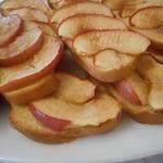 Сладкие бутерброды с яблоками и шарлотка