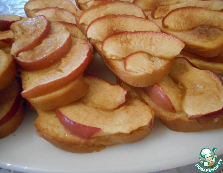 Рецепт: Сладкие бутерброды с яблоками и шарлотка