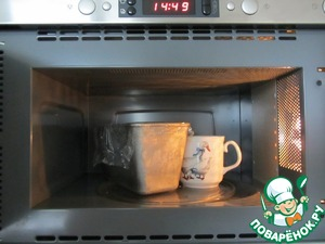 "To give time for the bread to rise: 1. at room T* - 5-6 hours; 2. at 28-30*C - Cup or kettle off the microwave for 2-3 hours and 3. in the cold: in the refrigerator or on the balcony 12-15*5-8 hours. The time depends on the ""power"" leaven."