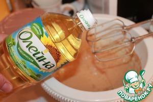 """Добавляем растительное масло ТМ """"Олейна"""" классическое. Взбиваем. Оставляем на 15 - 20 минут."""