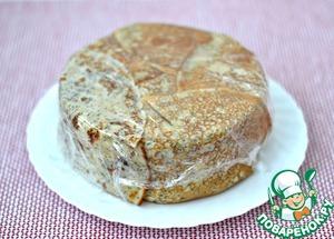 Разъемную форму снять, перевернуть торт на блюдо. Удалить пищевую пленку и украсить торт по желанию.