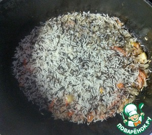 Add the rice and fry together for 1 minute.