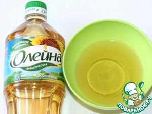 А в пол стакана маринада, я добавила масло и полила блины.