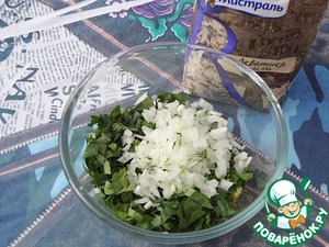 Add the chopped greens and onions. If you want a more mild taste, it is possible to hold the onions at all.
